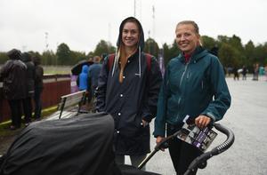 Vännerna Ida Gidlund och Johanna Pettersson var tidigt på plats.