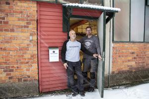 Den nya produktionslokalen på Brynäs ligger bara ett stenkast från Läkerolkvarteret där både Kenneth Wallström och Thomas Englund jobbade på Cloetta innan nedläggningen 2013.