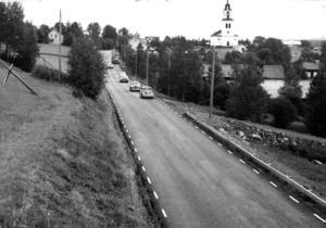 1966 blev delar av Alsenvägen asfalterad. Det rörde sig om 10 kilometer, från Hökån till Bleckåsbron.