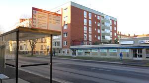En av de nya busshållplatserna på Staketgatan.