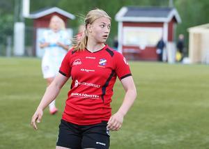 Hon är bara 14 år – men Amanda Källström har redan en bärande roll på mittfältet i Edsbyns division 2-lag. På torsdag får hon mäta krafterna med de bästa F19-spelarna i debuten med Ljusdals IF.