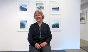 Ann Larsson-Dahlin målar akvareller av smältande isar som visas på Galleri K i Gävle.
