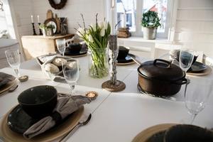 I julas var hela familjen samlad. Då ställdes ett extra slagbord fram för att ge plats till alla.