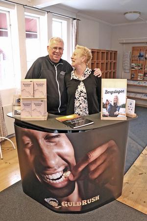 Ken och Ulla har jobbat tillsammans sedan 1990-talet. Med besöksnäring och aktiviteter. Och de har drivit kommunens turistbyrå på entreprenad i 20 år. Den 31 december 2020 avslutas samarbetet.