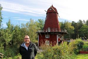 Magnus Larsson, näringslivschef i Hallsbergs kommun, tog emot besökarna. Han säger att Kånsta kvarn ska vara en upplevelse att åka till.
