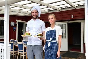 Kenny Rolf och Carol Halvarsson har tagit över driften av Idrefjällens golfrestaurang.