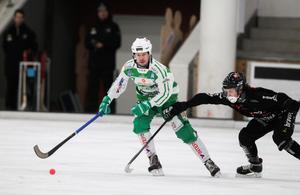 Mikael Olsson i VSK spelar ofta lite småfult, anser Martin Andreasson.