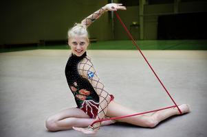 Världens vackraste idrott - det är vad Rytmisk gymnastik brukar kallas. Therése Larsson satsade för fullt innan hon reste till VM i Moskva 20010.
