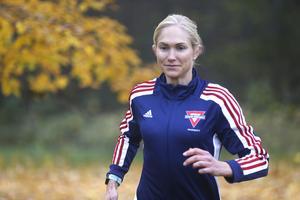 Karin Forsberg springer ofta sina pass nära hemmet, i Adolfsberg. Där finns flera fina slingor att välja på.
