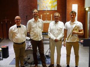 Lukas Johansson med sitt band.  Från vänster Thomas Sondell, Johan Drejare och Kenneth Nordwall.
