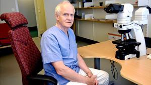 68-årige patologen Thomas Höckenström vid Sundsvalls sjukhus, har nyligen blivit utsedd till årets patolog.