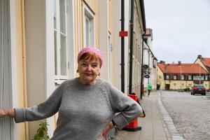 Marion Belin utanför ateljén på Skolgatan.
