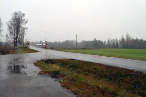 Vid Granngården i Hulån kommer det att synas tydligt att det byggs ny bro över järnvägen.