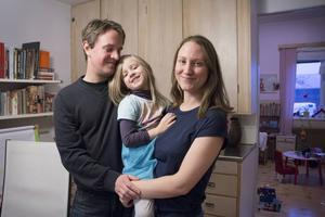 Andreas Kvick och Alice Desigaux har fått rätt mot regionen. Nu medger ledningen att paret har rätt till hjälp för att ha möjlighet att få ett syskon till dottern Dvalin.