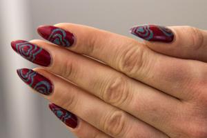 Idén till att företaget väcktes i frustrationen över att utbudet av nagelprodukter är så dåligt i Sverige. – Då tänkte vi