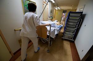 För att orka den tunga arbetsbördan under pandemin måste vårdpersonalen få sina semestrar, skriver företrädare för Vårdförbundet.  Foto Bertil Ericson