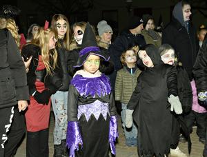 Zombiedans på torget.