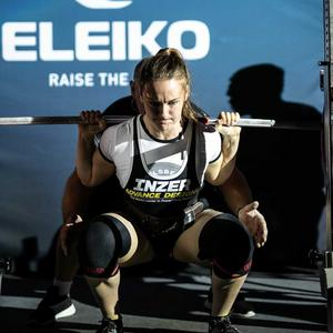 På en distanstävling tog Vilma Olsson 205 kilo i knäböj. Foto: Privat.