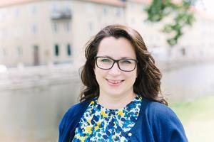 Författaren Sofia Ymén startade för två år sedan Facebookgruppen Feelgoodfredag som i skrivande stund har strax över 1 200 medlemmar. Pressbild: Madeleine Wejlerud