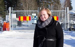 Johanna Faerden bor bredvid bygget och såg hur en sten slungades mot förskolan.