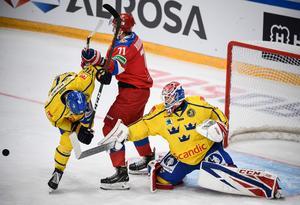 Lars Johansson trivdes bra i sitt klubblag CSKA Moskvas hemmaarena, när Tre Kronor slog Ryssland i Channel One Cup. Foto: Alexander Nemenov, AFP/TT
