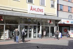 Försäljningen av lokalerna efter Åhlens varuhus i Ludvika väntas vara klar under första kvartalet i år.