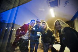 Programledare för sändningen är Ulrika Beijer, Jessica Lindh och Birger Andersson. Catarina Denkert jobbar med marknadsdelen.