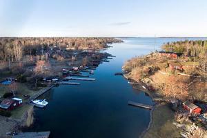 Sedan i höstas har prisutvecklingen pekat något nedåt för fritidshus i Norrtälje kommun. Men kanske trenden är på väg att vända, erfar mäklare. Foto: Sjönära fastigheter