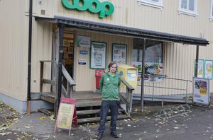 Nu är det Carl Wång som är Coop-butikens ansikte utåt i Nyhammar.