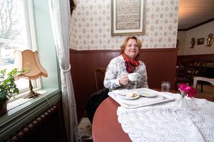 Birgitta Halvarsson bor i Karlstad och reser mycket både i tjänsten och privat. Hon brukar prova konditorier över hela Sverige – och Elsas tillhör favoriterna.