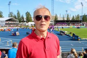 Björn Lindroos tycker att det var bra att Gävle arrangerar detta evenemang eftersom han är allmänt friidrottsintresserad. Han har varit här hela dagen och hoppas att det går bra för Sverige.