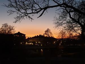 Kvällsbild över Citypassagen i Köping. Den är tagen från platån utanför Folkets hus, berättar Cecilia Lindkvist.