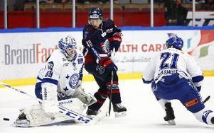 I andra perioden tog Linköping kommandot och gjorde två mål. Oscar Alsenfelt sattes på prov med en skottskillnad på 21–9. Foto: Stefan Jerrevång / TT