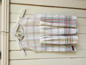 Klänningen är gjord av kökshanddukar.Foto: Privat