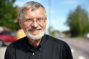 Kåre Olsson, lokalt aktiv i Skattungbyn, tror att bilar kommer krävas framöver men att projektet åtminstone kommer dels öka samåkning, dels minska bilism.