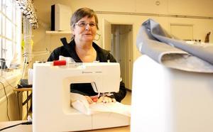 Anna-Lisa Rosell från Åshammar deltar i sysselsättningsgarantin Fas 3 i Sandviken. Nu räknar hon med att få en ersättningshöjning med 600 kronor i månaden.