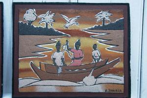 B Jawara från Gambia har gjort denna tavla med hjälp av sand och krossade snäckor.
