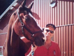 Med både hästar och människor på Grällsta ridcenter trivdes Frank Andersson. Foto: Privat