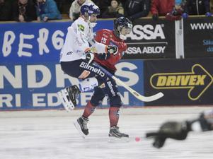 Andreas Westh noterade säsongens andra utvisning efter en tackling på Tuomas Määttä.