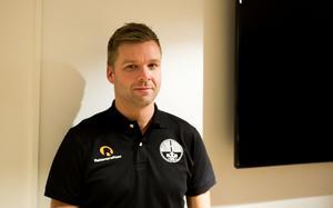 Trots brist på träningstillfällen är Niklas Holmgren inte alls orolig inför premiären av Bandyallsvenskan.
