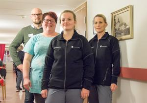 David Alm leder äldreomsorgen i Årsunda. I personalgruppen finns    bland andra Ann Kvarnström, Elin Nilsson och Lena Frang.