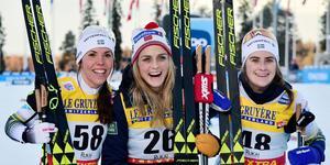 Therese Johaug, Charlotte Kalla och Ebba Andersson. Två svenskor och en norska på söndagens pall i Ruka.