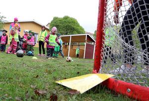 fotboll var en av övningarna som erbjöds.