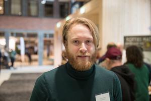 """Lars Greger, gruppledare i Miljöpartiet Södertälje: """"Jag tyckte om drickbuljongen och sambalen Batak attack. Man märker att det är mycket kärlek i alla produkter."""""""