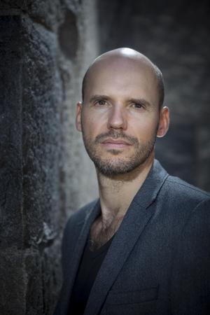 Vår kritiker Crister Enander hyllar debutanten Alexander Cavalieratos. Bild: Fredrik Hjerling