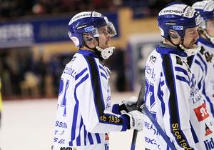Martins som håller högsta klass i Villas försvar – Martin Johansson och Martin Andreasson.