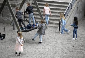 Bara en kommun i länet har antagit en plan mot barnfattigdom. Av de övriga anger dock en att man beaktar barnperspektivet vid politiska beslut, skriver Ewa Back och Eva Larsson, för styrelsen Rädda Barnen i Västernorrland.