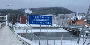 Hammarforsen i vinterskrud, ett av länets elproducerande kraftverk.