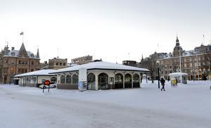Varför inte använda den tidigare turistbyrån/restauranglokalen till Bondens marknad, föreslår signaturen HEJO. Foto: Anki Haglund/Arkiv