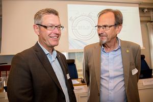 Erik Lövgren och Håkan Åström är överens om att slå broar mellan politik och näringsliv.